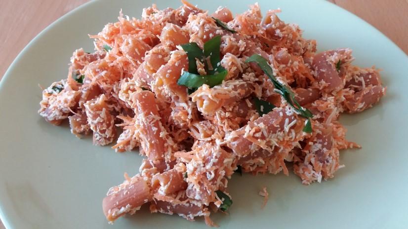 šošovicové cestoviny s mrkvou a cesnakovým tofu